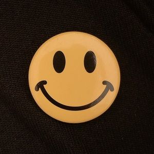 FREE😃😃😃Smiley Face Brooch😃😃😃